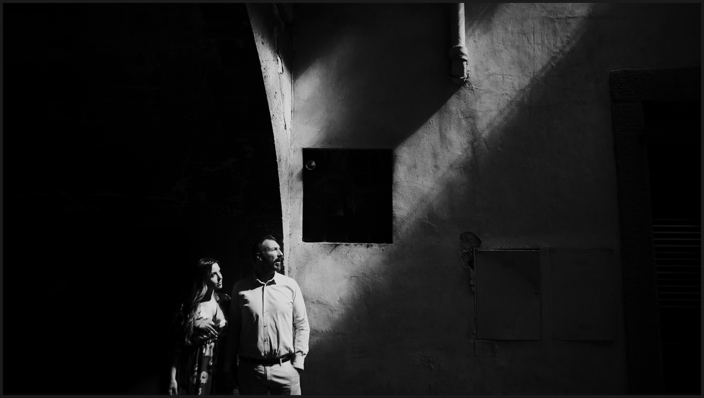 engagement photography in Florence, light and shadows