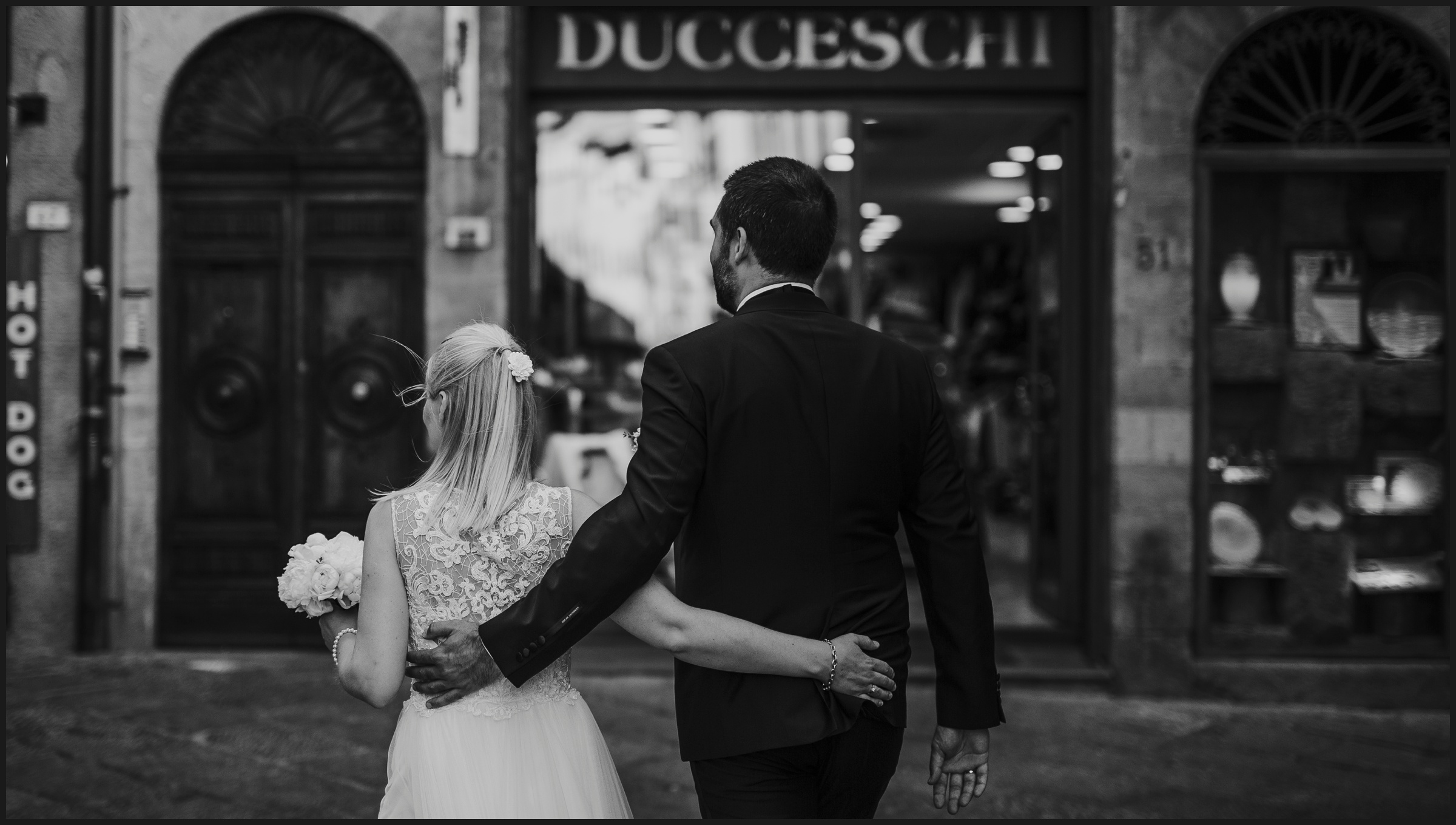 bride and groom in Volterra