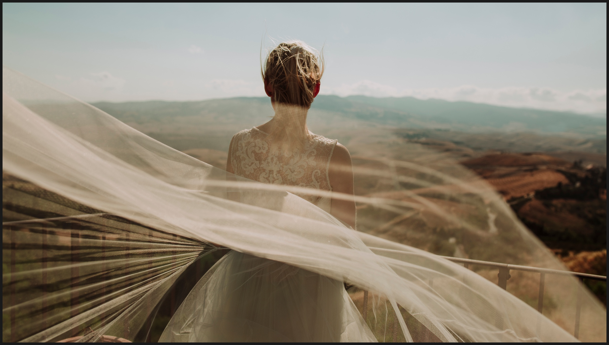 bride and wind in Volterra